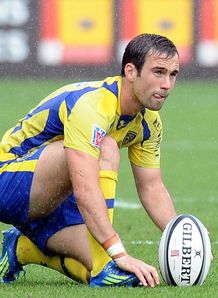 Clermont s scrum half Morgan Parra preps penalty kick