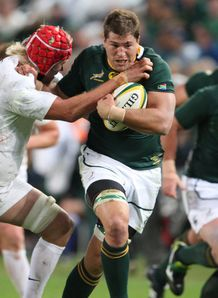 Willem Alberts on a run for South Africa against England