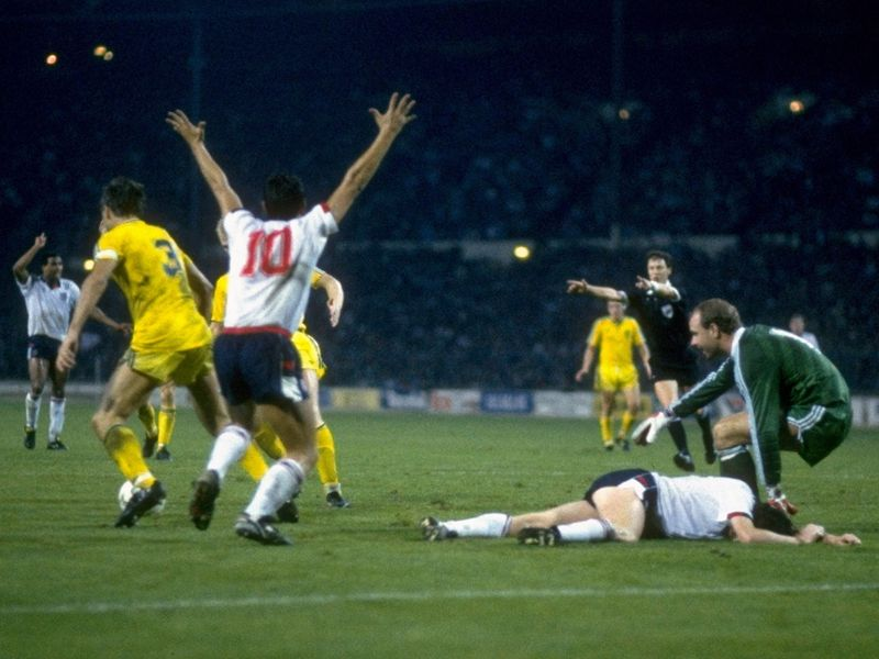 England-Sweden-1988-Chris-Waddle-Gary-Lineker_2780978