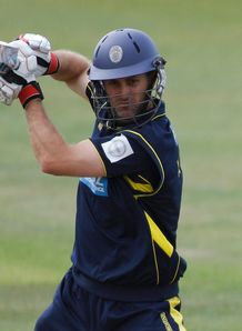 Katich steers Hampshire home
