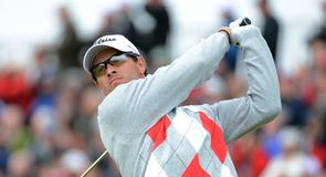 Adam Scott grabbed the first-round lead with a superb six-under 64.