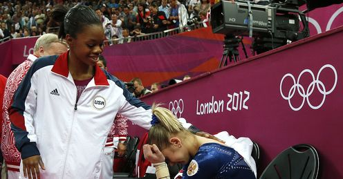 Gabrielle Douglas Victoria Komova Women s Individual All Round Russia London 2012 Olympic Games3