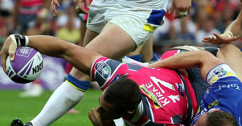 Ian Kirke Leeds Rhinos scoring a try in the 2012 Challenge Cup final