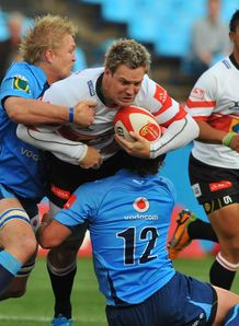Alwyn Hollenbach held by Dewald Potgieter