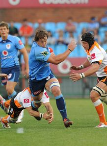 Arno Botha making a break for Blue Bulls