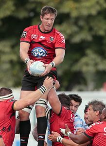 Bakkies Botha coming down from a lineout