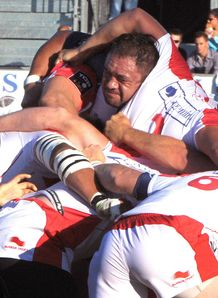 Castres prop Karena Wihongi C v Biarritz scrum