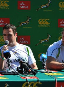 Forwards coach Johan van Graan presser
