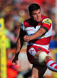 Freddie Burns kicking for Gloucester