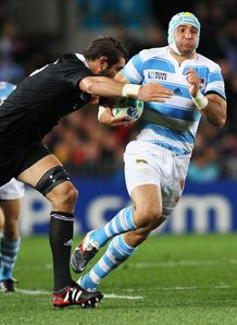 Juan Manuel Leguizamon of Argentina breaks v New Zealand rwc 2011