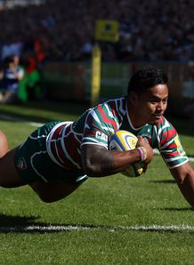 Manu Tuilagi going over for Leicester Tigers