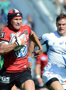 Toulon centre Mathew Giteau L runs to score v Castres