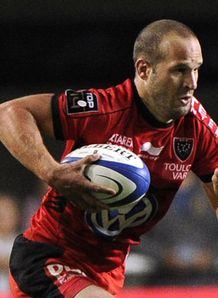 Toulon s Frederic Michalak runs with the ball sept 2012
