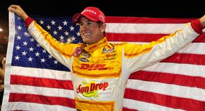 Hunter-Reay snatches pole