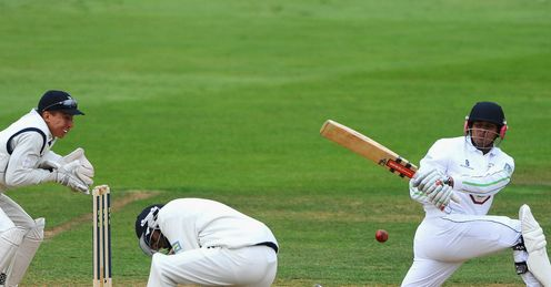 Usman Khawaja sweeps Derbyshire v Hampshire