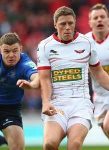 Brian O Driscoll and Rhys Priestland in Scarlets v Leinster game