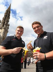 Chris Ashton L and John Smit of Saracens eat a bag of Belgian frites