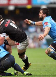 Marcell Coetzee on a run for Sharks