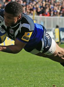 Kyle Eastmond Bath scoring a try against Exeter