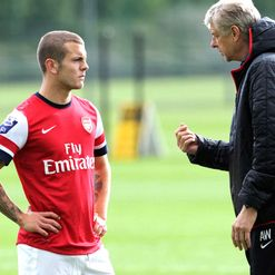 Wilshere: Wenger holding on tight