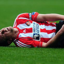Cattermole: Nursing knee injury