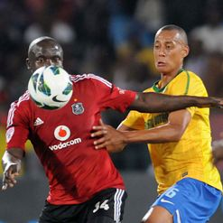 Takesure Chinyama (L) and Wayne Arendse
