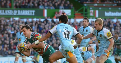 Matt Smith of Leicester Tigers scores v Northampton Saints