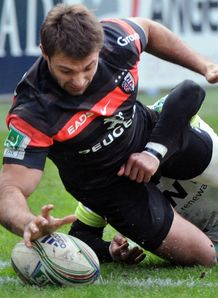 Vincent Clerc Toulouse scoring a try against Ospreys Heineken Cup