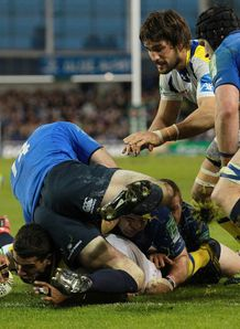 Clermont Auvergne s Wesley Fofana scores v Leinster 2012