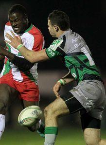 SKY_MOBILE Robbie Henshaw Connacht tackling Takudzwa Ngwenya Biarritz