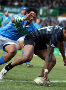 Manu Tuilagi scoring for Leicester Tigers