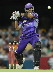 Hobart Hurricanes beat Brisbane Heat in Big Bash clash at the Gabba