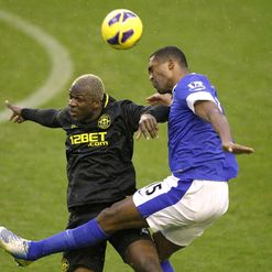 Arouna Kone and Sylvain Distin