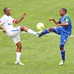 Sibusiso Vilakazi and Stanley Kgatla vie for the ball