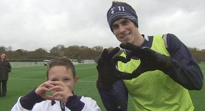 Heart warming: Young Cancer survivor Callum Fuller meets Gareth Bale & the Spurs team