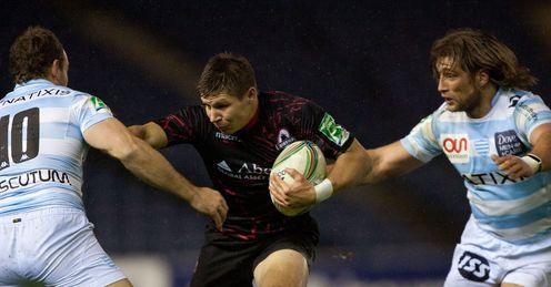 Edinburgh s Piers Francis centre hands off Racing Metro