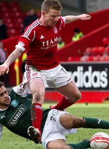 SPL: Aberdeen drew 0-0 with Hibernian at Pittodrie, where Niall McGinn missed a first-half penalty