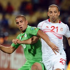 Mouelhi and Feghouli tussle for possession