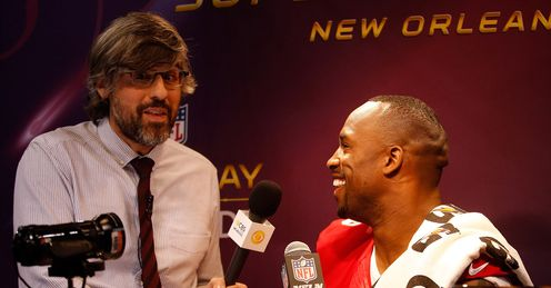 Vernon Davis Mo Rocca Super Bowl media day