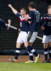 Ten-man Dundee drew 2-2 with St Johnstone in the SPL at Dens Park