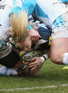Bath s Tom Biggs helps set up Bath s first try v Worcester
