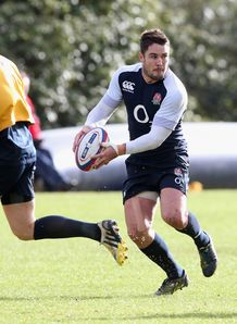 Brad Barritt looking to pass inside