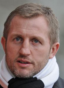 Super League: Denis Betts has no complaints at red card shown to Ben Cross