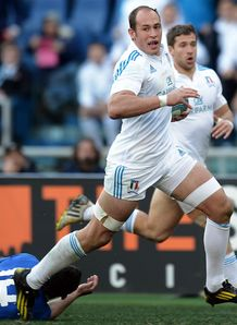 Italy s N 8 and captain Sergio Parisse