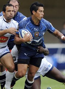 Montpellier s Shontayne Hape R vies with Agen s Conrad Barnard L