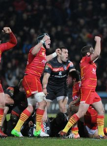 Perpignan players celebrate their victory 19 18 over toulouse