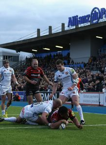 Saracens prop Mako Vunipola going over at Allianz Park