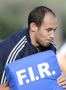 Sergio Parisse tackle bag
