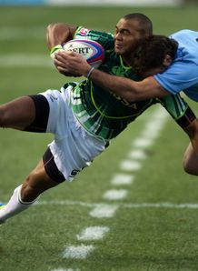 South Africa s Cornal Hendricks L vies with Uruguay s Santiago Gibernau