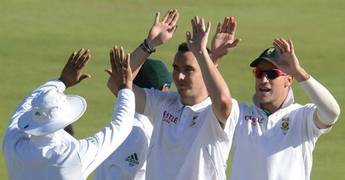 Kyle Abbott centre South Africa v Pakistan 3rd Test Centurion day 2